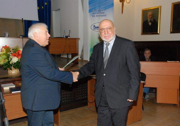 Награждаване на проф. Димитър Попов в Президиума на БАН (16.02.2018 г.)